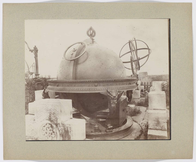Observatoire de Pékin : globe céleste en bronze
